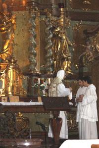 Jedna z odlišností dominikánského ritu - začátek mše sv. a příprava vína a vody.